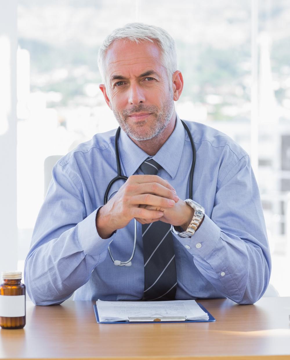 médecin dans son cabinet consultation FISI