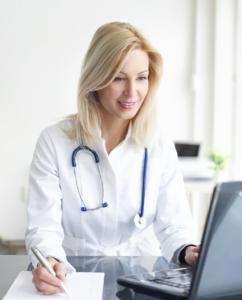 professionnelle de santé en consultation FISI