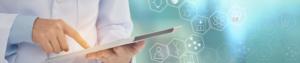 Médecin connecté avec une tablette FISI