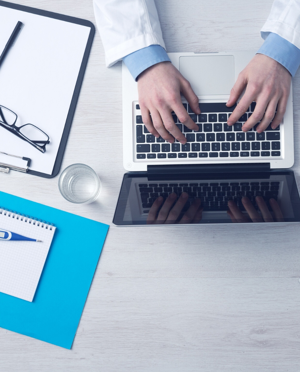 Médecin saisie ordinateur FISI