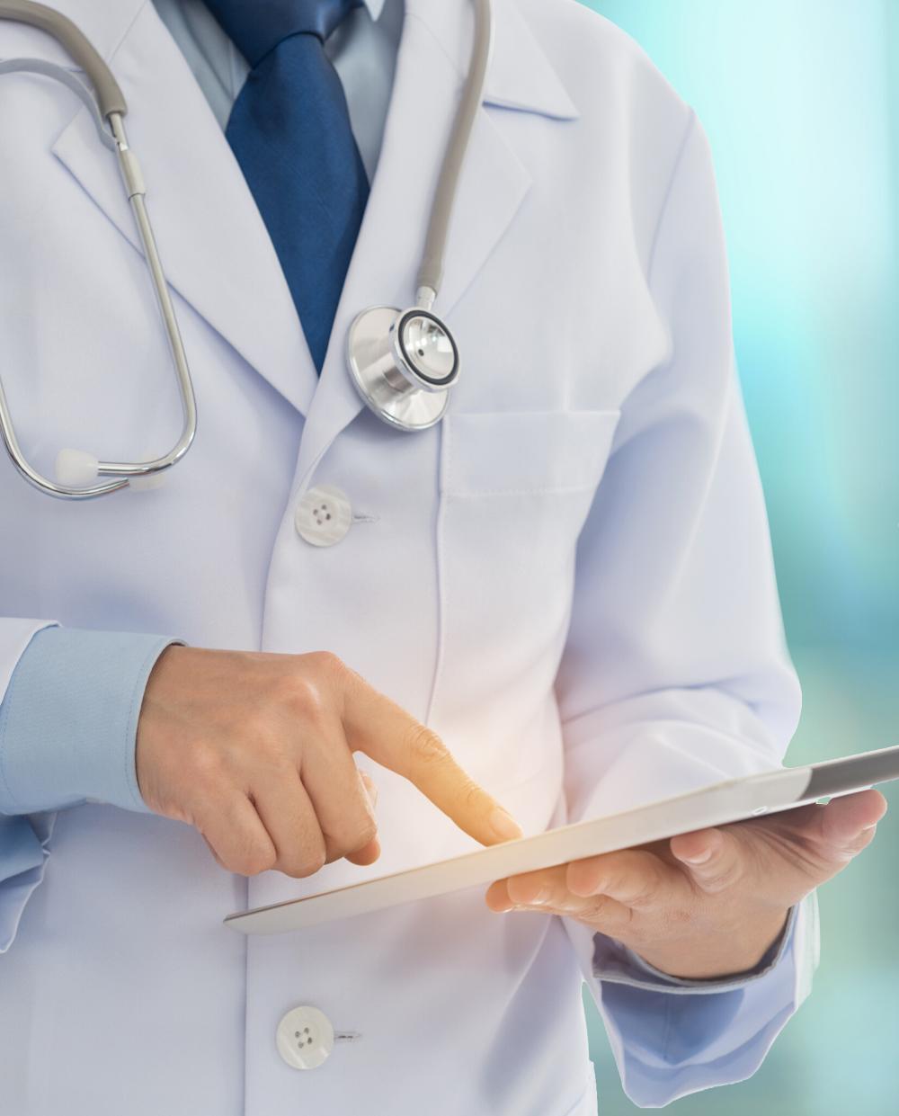 Medecin connecté en consultation FISI